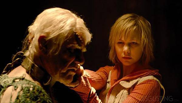 New-Silent-Hill-Revelation-3D-Stills-silent-hill-32263281-726-409