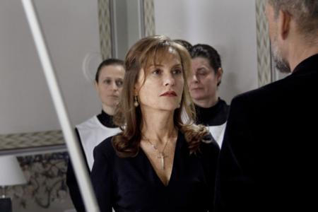 dormant-beauty-isabelle-huppert (1)_450x300