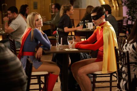 kristen-bell-as-hot-supergirl-and-justin-long-as-robin-in-movie-43_450x300