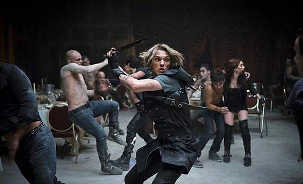 THE-MORTAL-INSTRUMENTS-CITY-OF-BONES-Image-05_671x409