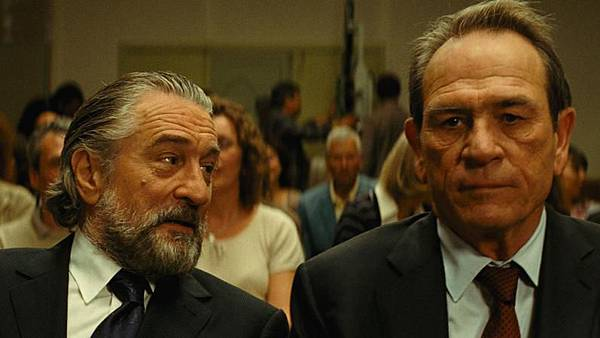 Robert-DeNiro-The-Family-2013-Movie-Still-3_797x448