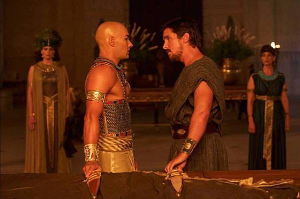 christian-bale-joel-edgerton-exodus-gods-and-kings-kniffe_681x452