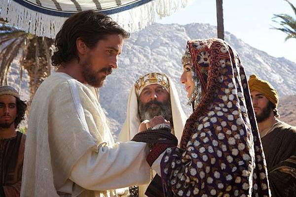 christian bale and maria valverde EXODUS GODS AND KINGS_672x448