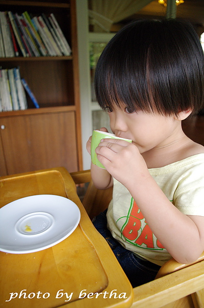 Eason 在葡萄樹莊園 喝湯.jpg