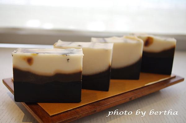 竹碳抹草皂.jpg