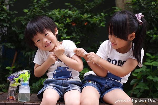 5月21日姐弟倆鄧公國小外隨意拍-2.jpg