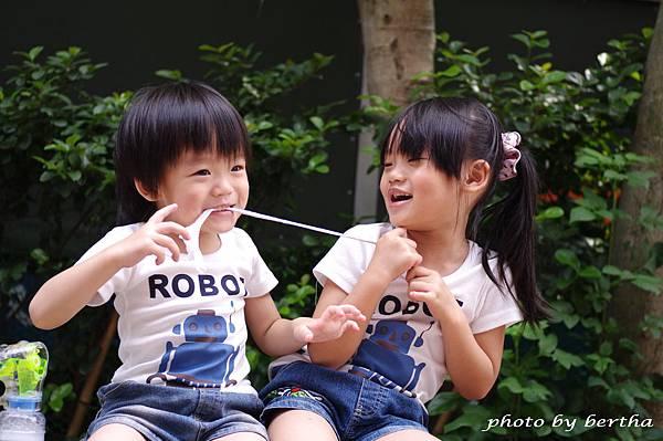 5月21日姐弟倆鄧公國小外隨意拍-4.jpg