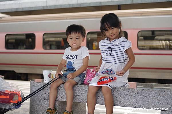 要回台北的姊弟倆.jpg