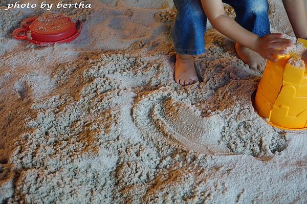 沙洲上的小腳.jpg