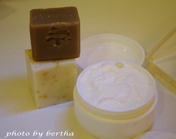 手工皂與護手霜.jpg