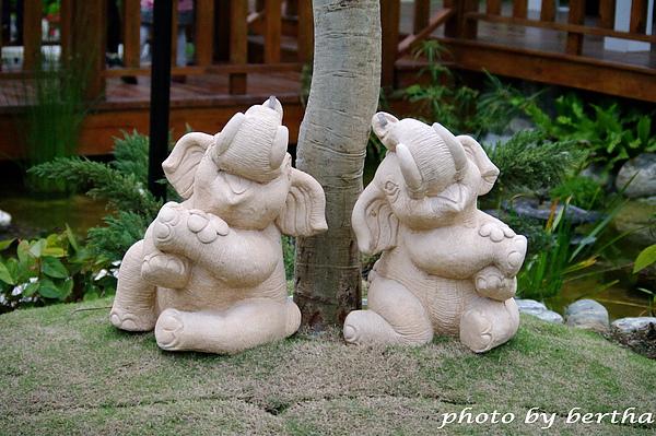 花博裡的小象.jpg