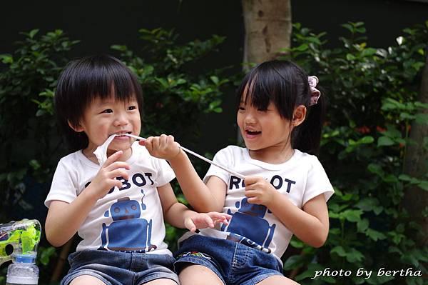 5月21日姐弟倆鄧公國小外隨意拍-5.jpg