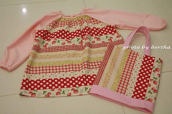 草莓工作服與提袋.jpg