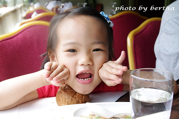Isa 在葡萄樹莊園 用餐-4.jpg