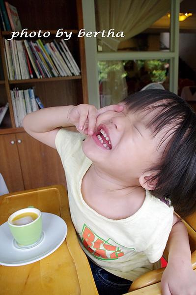 Eason 在葡萄樹莊園 用餐 耍寶.jpg