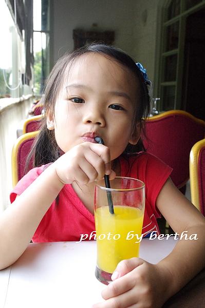 Isa 在葡萄樹莊園 用餐-3.jpg