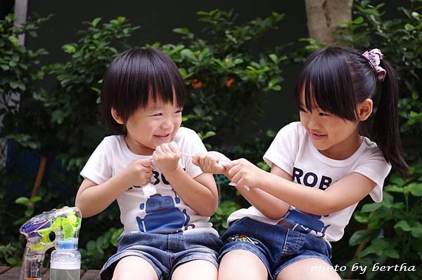 5月21日姐弟倆鄧公國小外隨意拍-1.jpg