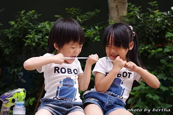 5月21日姐弟倆鄧公國小外隨意拍-3.jpg