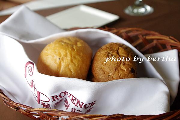 葡萄樹莊園 餐點 餐前麵包.jpg