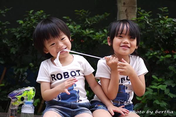 5月21日姐弟倆鄧公國小外隨意拍-6.jpg