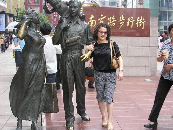 今天行程是到南京路步行街逛逛