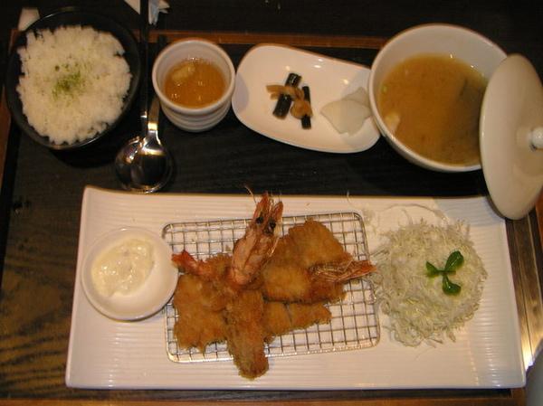 小妮&小燕的炸蝦豬排套餐