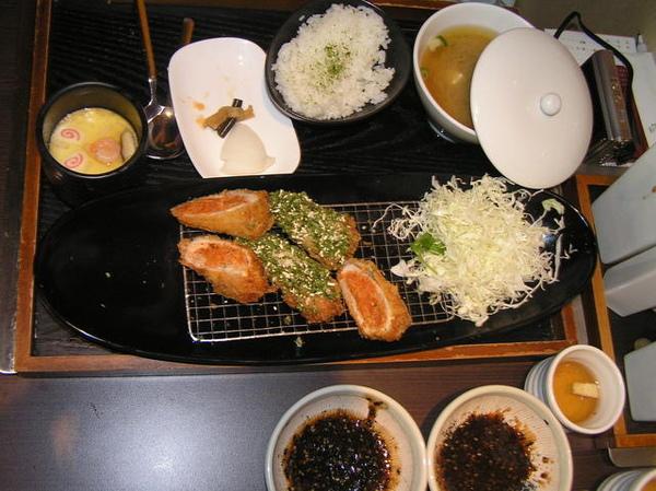 雅琪的泡菜豬排&海苔鮪魚沙拉豬排