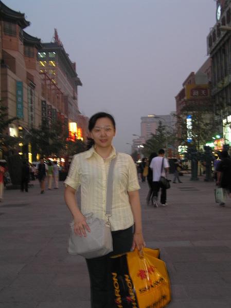 小妮逛大街