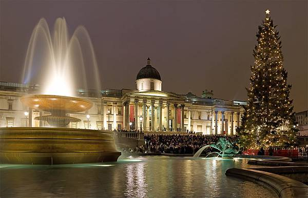 Trafalgar_Square_Christmas_Carols_-_Dec_2006 (1)