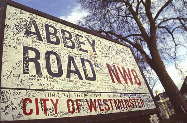 28686-street-sign-at-abbey-road-studios-london