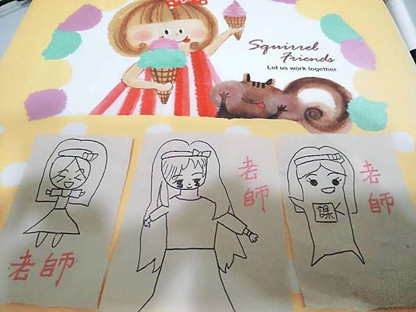 歆恩寶貝畫老師,說是3個版本的老師喔^_^