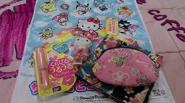 學生家長從日本帶禮物回來給老師^^