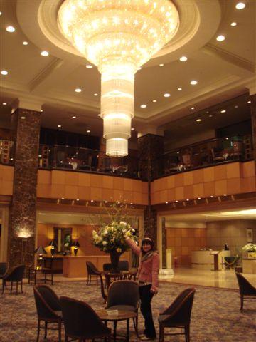 大廳的水晶燈好氣派