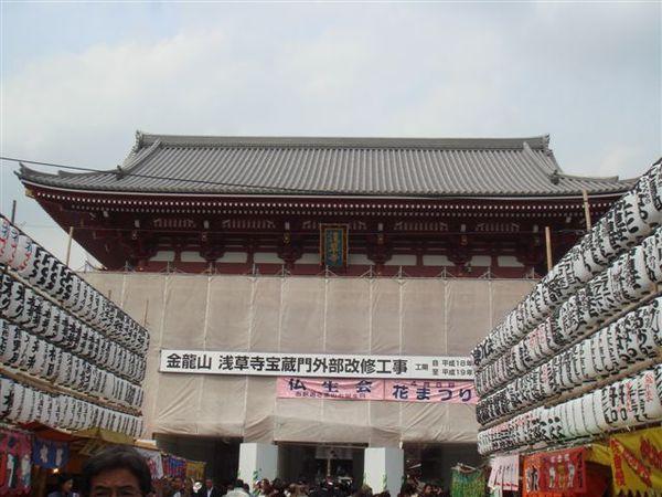 裝修中的淺草寺