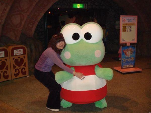 皮皮蛙~他超會跳來跳去的