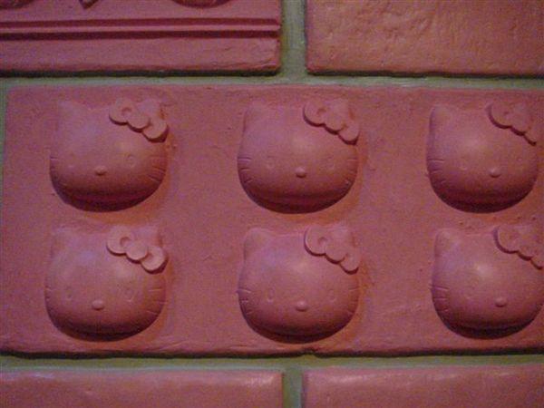 kitty紅磚牆