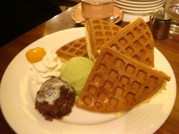 抹茶紅豆奶油鬆餅~超正的味道