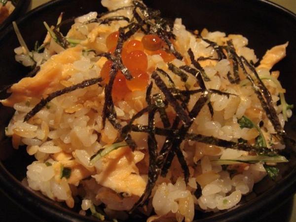 鹽烤鮭魚拌飯~美味極了!