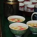10 媽忙到不行,媽準備的甜湯圓.JPG