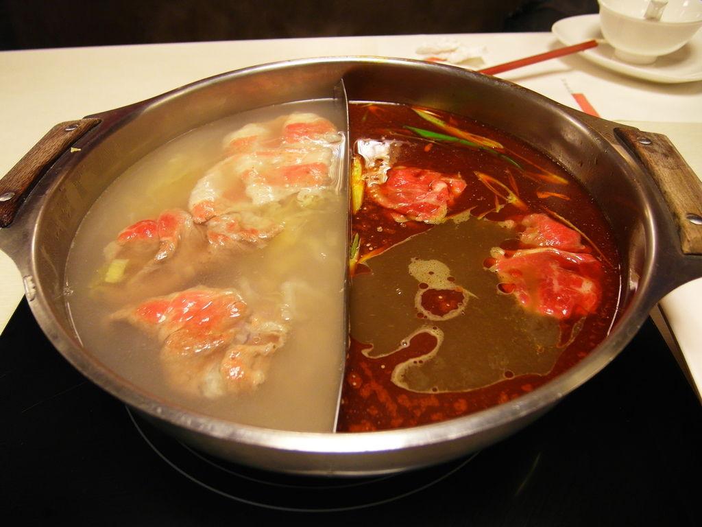 酸菜鍋跟麻辣鍋