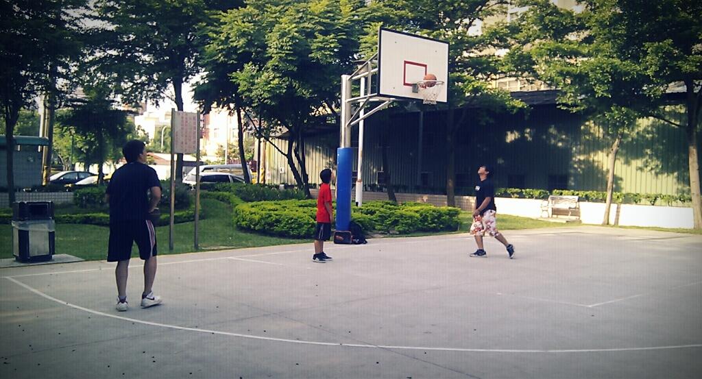 相約早上七點打籃球的三個人