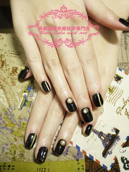 黑色簡約金飾造型光療
