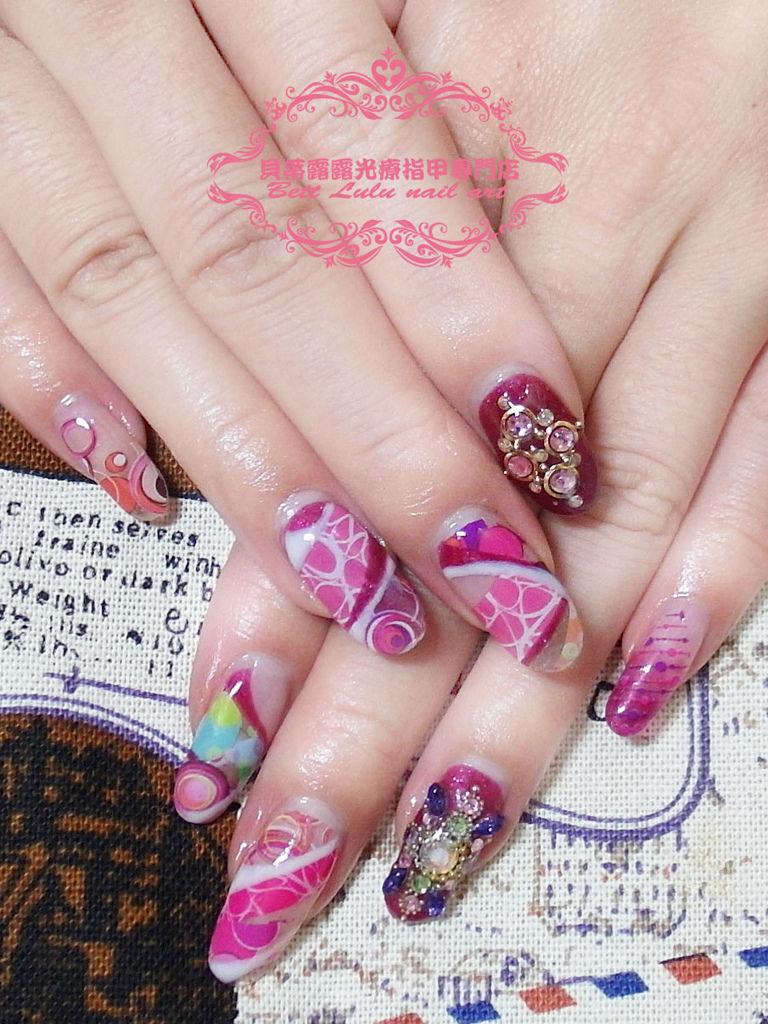 粉色幾何華麗鑽飾造型光療