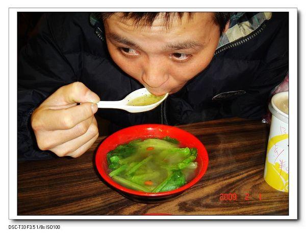 威喝湯的樣子.jpg