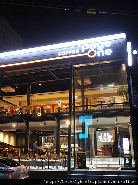 對面很大間的咖啡廳