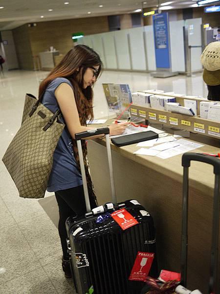 除了在飛機上填的報關表,在行李出關的時候又要再填一個