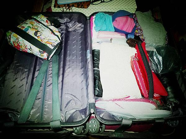 去韓國要帶半個空行李在加上一個大隨身包