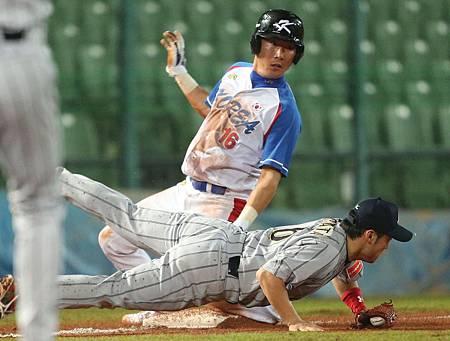 日本以4比0率先取得四連勝。