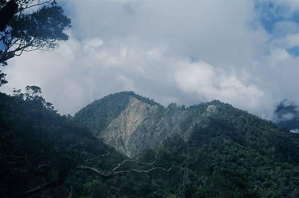 1558峰崩山
