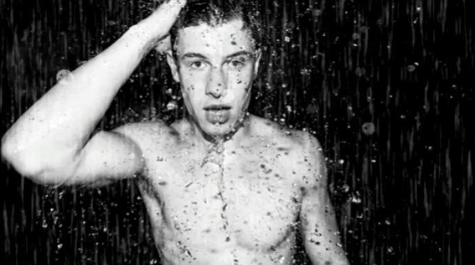 shawn-mendes-gets-wet-and-shirtless-for-song-mercy